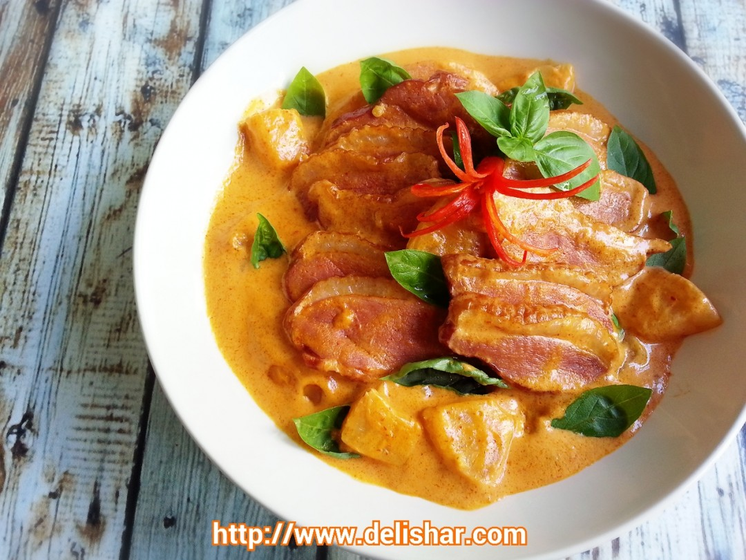 Duck in Pineapple Thai Curry (Kaeng Phed Ped Yang) | Delishar ...
