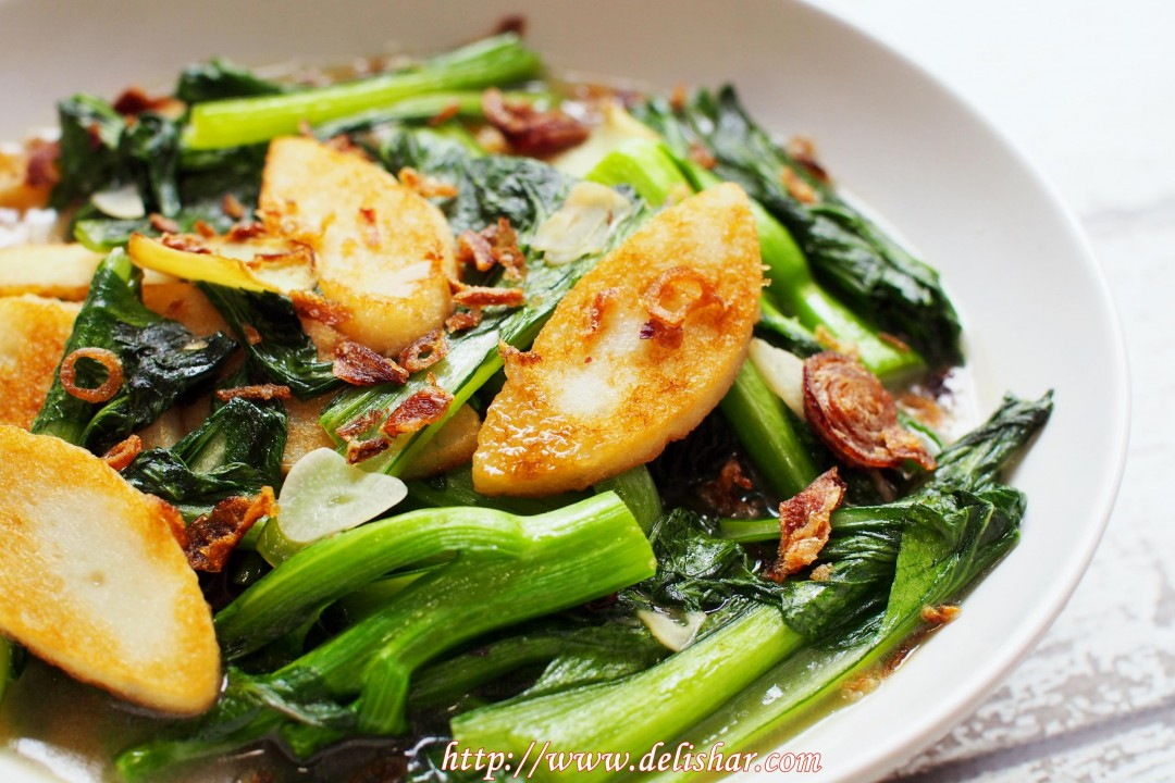 Stir fried cai xin with fish cake delishar singapore for What vegetables go with fish
