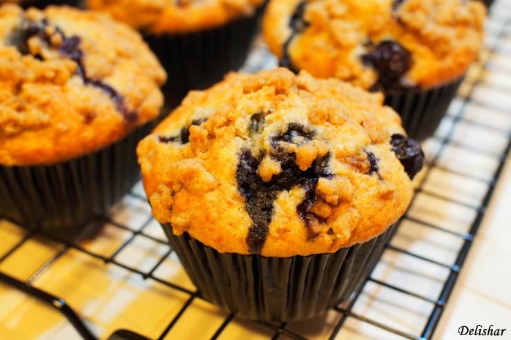 Blueberry strusel muffins