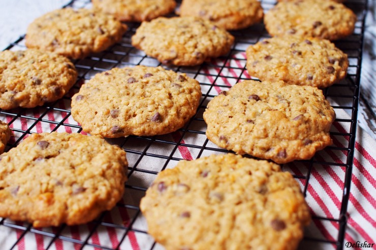 Double Chips Oatmeal Cookies