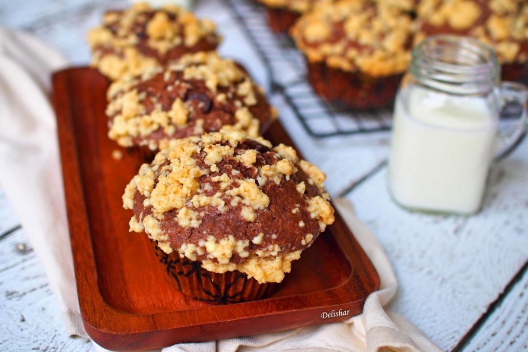 Chocolate Cookie Crumble Muffins 1